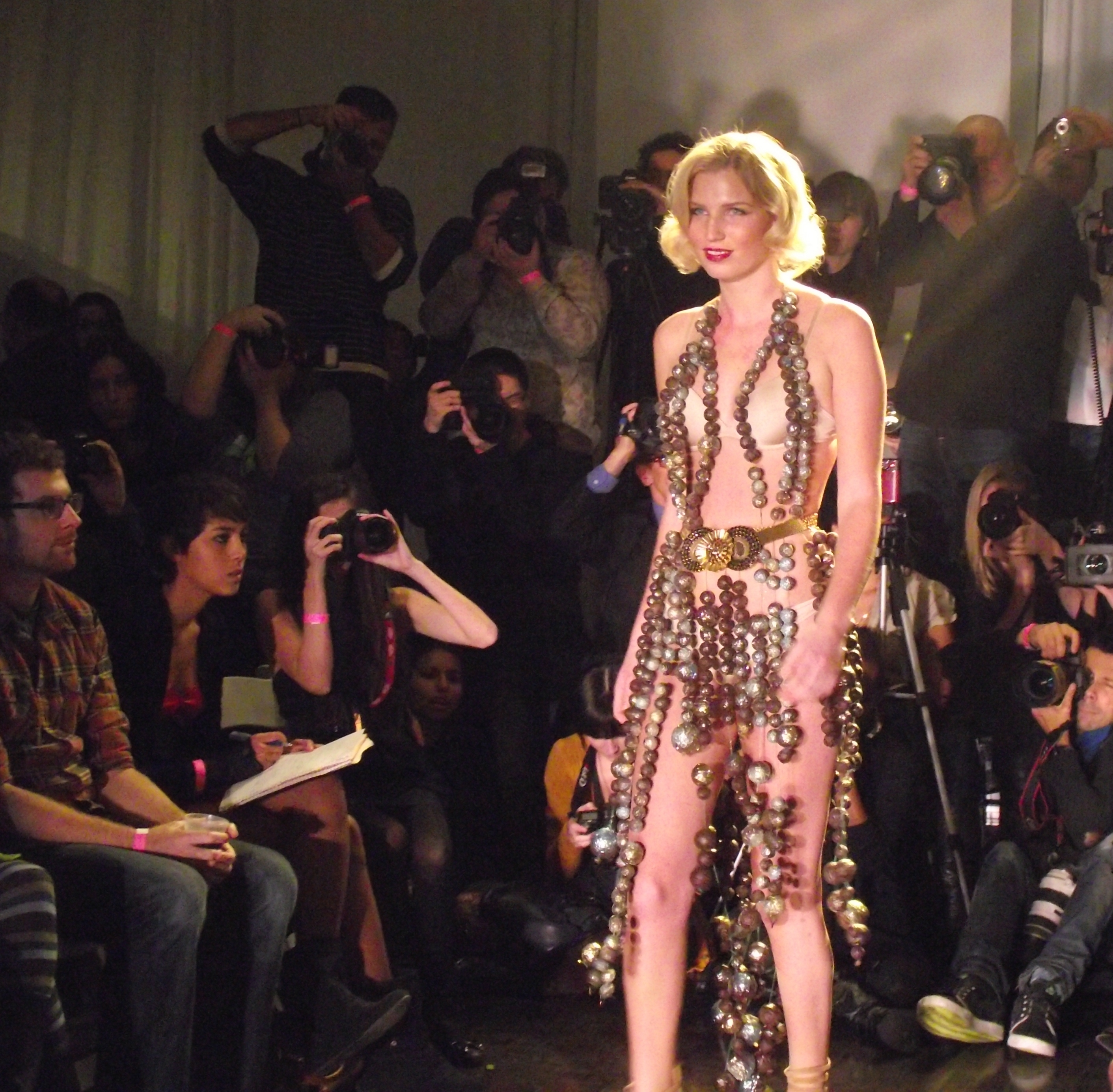 Press Pen: The Chocolate Fashion Show - de la Pen