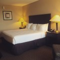 Radisson Ft. Worth South Hotel Room (Image by LoudPen)